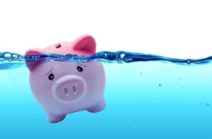 Koniec poplatkom v bankách?
