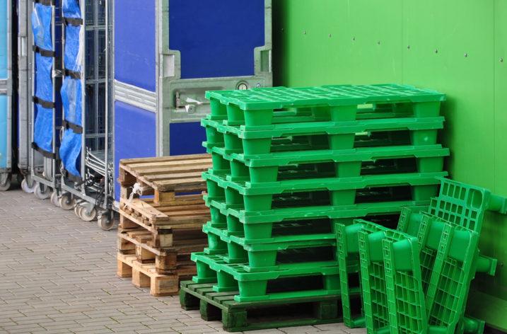 Plastové palety vhodné na export a jednoduché stohovanie