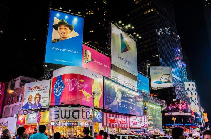 Svetelná reklama pomáha priviesť zákazníkov